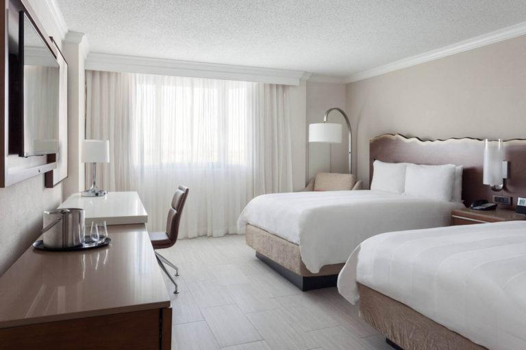 fllsb-guestroom-0193-hor-clsc